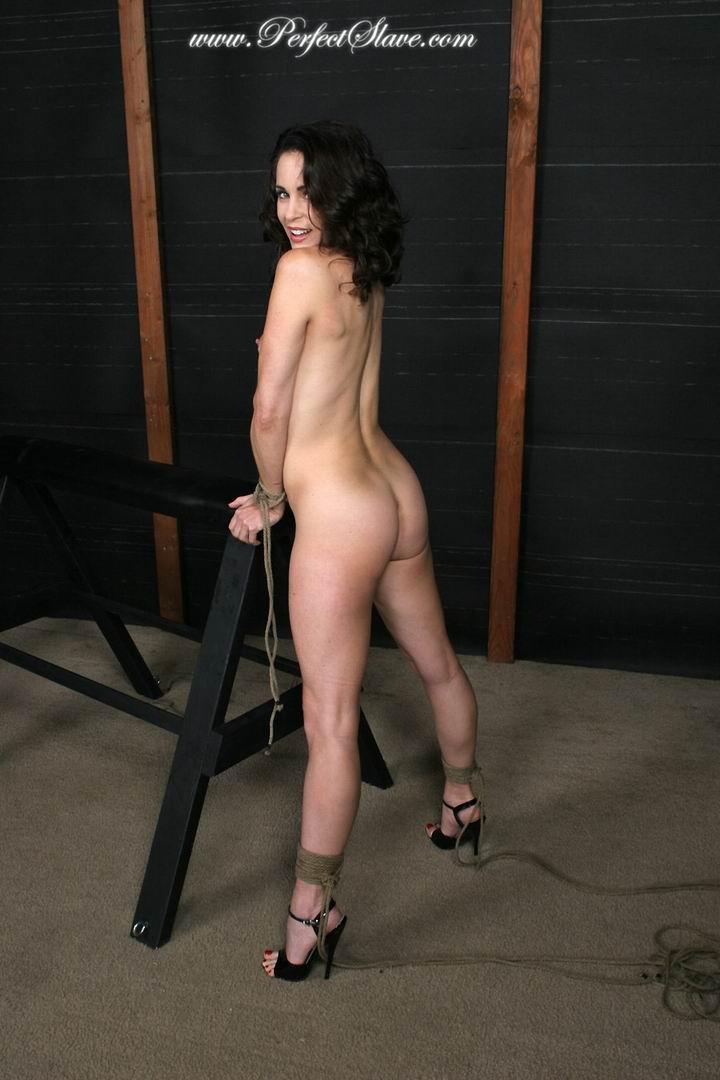 Девушка голая подвешена за руки фото 462-749