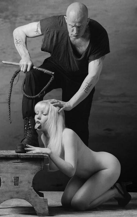 Бабы рабыня и хозяин фото вылизал