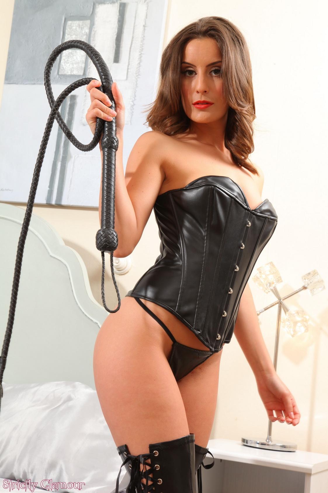 Рабыня служит своей госпоже попка порно галерея