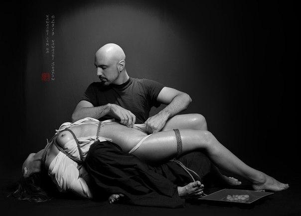 svyazannie-devushki-eroticheskie-foto