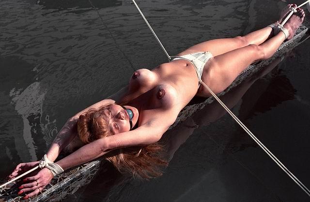 eroticheskie-foto-svyazannie