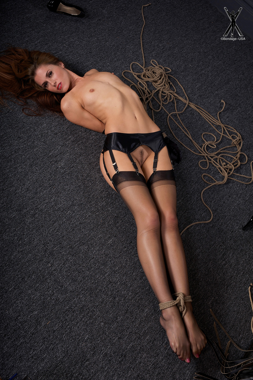Связанные верёвками девушки 19 фотография