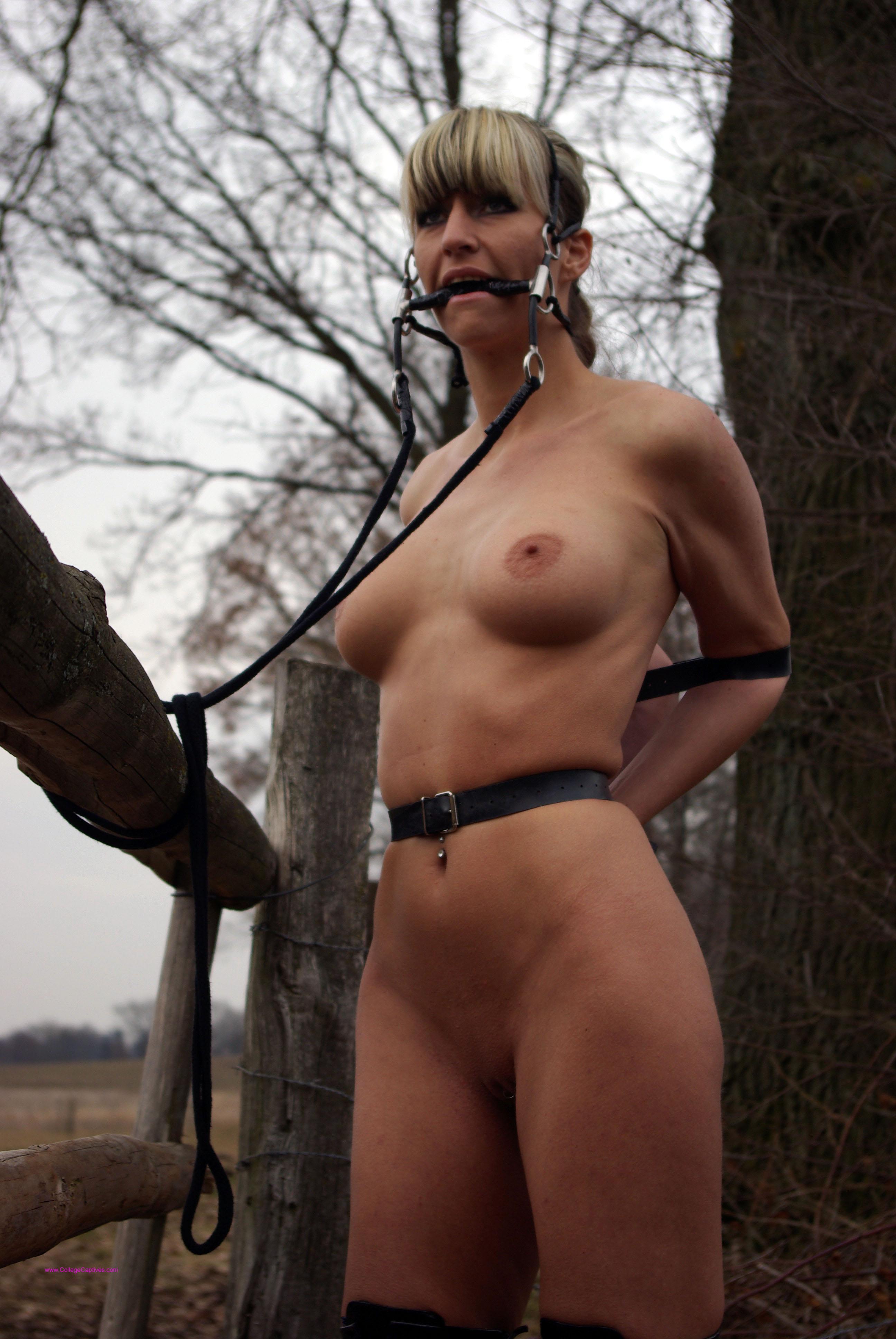 Рабыня в лесу 18 фотография