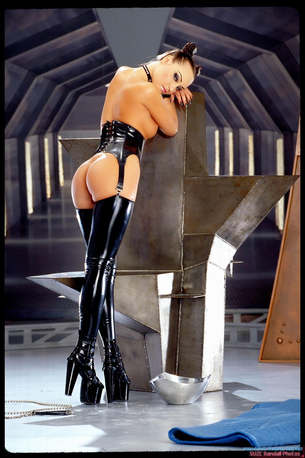 Смотреть онлайн фото девушки в костюме из секс шопа 28 фотография