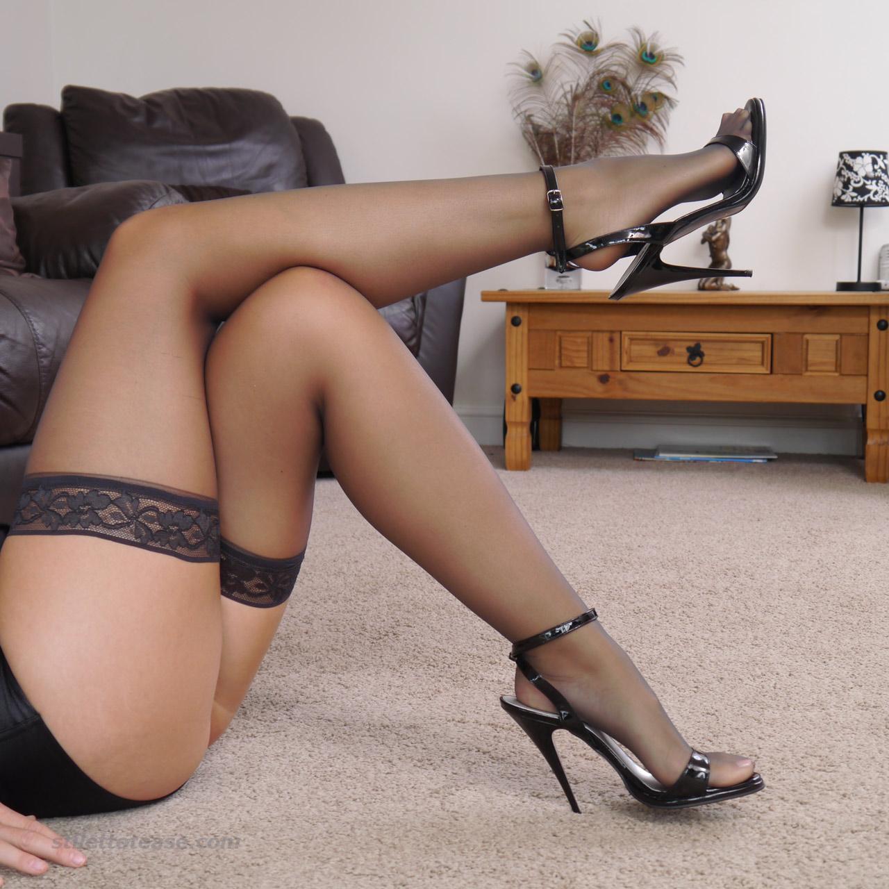 Секс в офисе на высоких каблуках 16 фотография